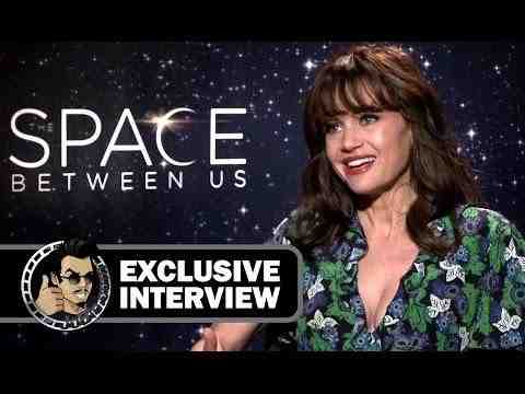 The Space Between Us - Carla Gugino Interview